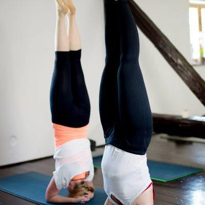 joga-stanie-na-głowie